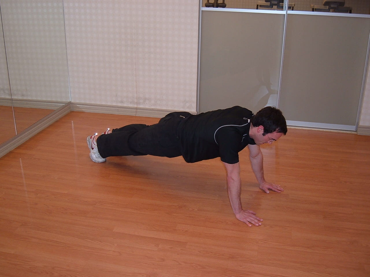 cross body mountain climber core exercise